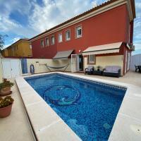 Casa Grande con Piscina Privada y vistas al Mar. 4-8 people., hotel en Cartagena