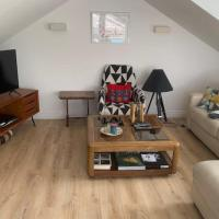 Bright 2 Bedroom Flat with Roof Terrace in Islington