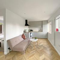 Pass the Keys Modern, Spacious 3BR Home in Guildford, sleeps 6