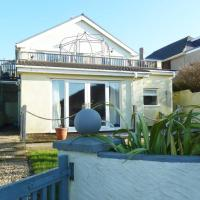 Stylish apartment, 2 mins walk from Ogmore beach with private garden, sea views & sunsets, dog friendly