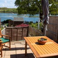 Pass the Keys 3Bed Family Home with Direct water access, Sleeps 6