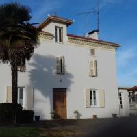 Gîte Doazit, 8 pièces, 14 personnes - FR-1-360-556、Doazitのホテル