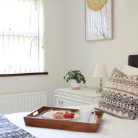 Chariotts - 1 Bedroom Town Centre Apartment, Up to 4 Guests, Free Parking