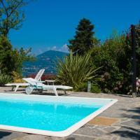 Ranco Villa Sleeps 11 Pool WiFi, hotell i Ranco
