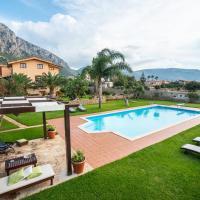 Cinisi Villa Sleeps 6 Pool Air Con WiFi, hotel in zona Aeroporto di Palermo Falcone-Borsellino - PMO, Cinisi