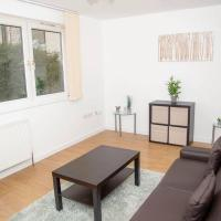 Shoreditch/Hoxton 3 Bed Garden Flat; Free Parking, hotel in London
