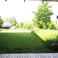 Studio apartment with large terrace and garden, hotel in Randersacker