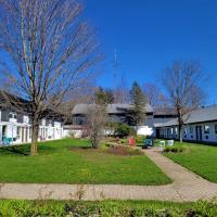 Jolly Roger Inn & Resort, hotel em Otter Lake