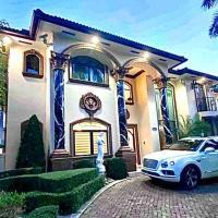 ENTIRE HOME MIAMI 5rooms8baths 6300 SQFT POOL,LAKE,TIKI HOUSE