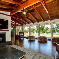 Executive Riverside-Luxury Home & Cottage - Salt Pool & CalderaSpa, hotel in Anderson