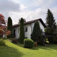 Sonniges Haus-Wohnung mit Garten im Oberallgäu, Hotel in Durach