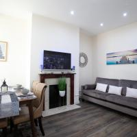 Modern Stays @ Kippax House (6 Bedrooms, 7 Beds, Sleeps 13, Free Parking)