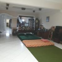 Denisa Guest House, hotel in Kudus