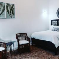 Serenity House 2BR SLP6 Lower Bay Beach Bequia, hotel in Bequia