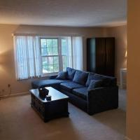 North Olmsted Cozy Condo Near Everything!, hotel in North Olmsted
