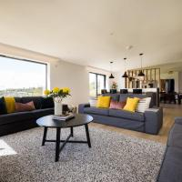 Stunning 5 Bedroom New Build with Amazing Views!