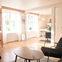 Villa Holmen, ground floor apartment, hotel in Balestrand