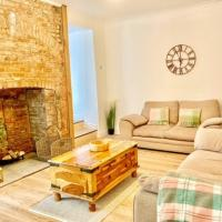 Stunning Renovated & Spacious 2 BR - 100m to beach