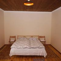 Hooga Guest House / Kalavan