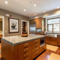 Fitzsimmons Walk Deluxe Townhome with Private Hot Tub Village Walking Distance