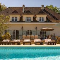 Quiet 50's cottage - 12 p. - Private park & pool, hotel in Fourcès