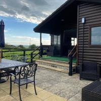 Rew Farm Country & Equestrian Accommodation - Sunrise Lodge, hotel in Melksham