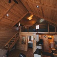 Denali Wild Stay - Bear Cabin with Hot Tub and Free Wifi, hotel v destinaci Healy