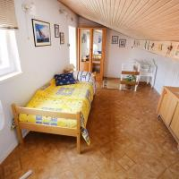 Apartment in Ist with sea view, terrace, air conditioning, WiFi (3752-1), hotel in Ist