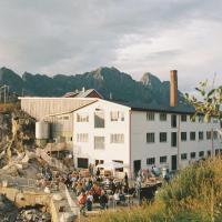 Trevarefabrikken, hotel in Henningsvær