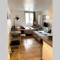 Large, hyper central studio. Historical Paris