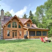1Km to lake access Log house and indoor hot tub, hotel em Mille-Isles