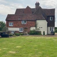 Church Farmhouse, Surrey, Sleeps 10, Large Garden