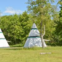 Camping LES ILES ***, hotel in Charmes