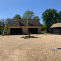 Stable Lodge at Bledington Mill, hotel in Bledington