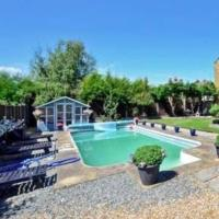 Sherpai Lodge with Heated outdoor Pool