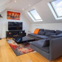 A spacious, modern top floor 2 bed flat