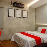 RedDoorz Plus near Kawasan Sam Poo Kong Semarang, hotel in Semarang