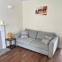 Modern 2 Bed House Close to Chester City Centre, Racecource and Zoo