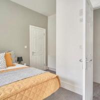 Fountain Modern Guesthouse - Sleeps 10, hotel in Birkenhead