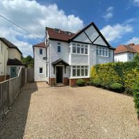 Ascot stunning and modern 4 bedroom town house with 156 sq ft garden office