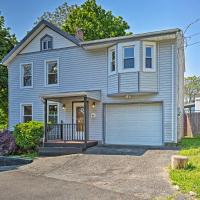 Updated Home with Patio Half Mile to West Point, hotel in Highland Falls