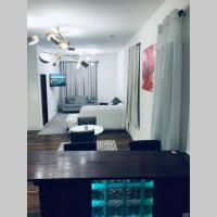 Chic Comfy Apartment 10 min from Down-Town Chicago