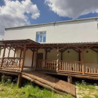 Апартаменты Волчиха, отель в городе Novoalekseyevskoye