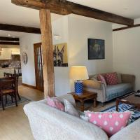 Stunning Cotswold Cottage, hotel in Swindon