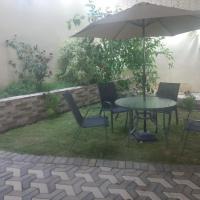 شاليه تركواز Turquoise Chalet, hotel em Ash Shuwaybiţ
