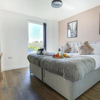 Luxury Central MK Apartment with Balcony, Smart TV and Free Parking by Yoko Property