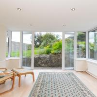 Pass the Keys Spacious 3 bed house with parking in Upper Weston