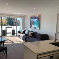 Luxe 1BR Executive Apartment Yarralumla Views Wine WiFi Netflix Secure Parking Canberra
