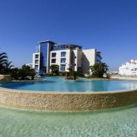 Two Bedroom Two Bathroom Ocean Village Apartment. Pools and Resort!, hotel dicht bij: Luchthaven Gibraltar - GIB, Gibraltar