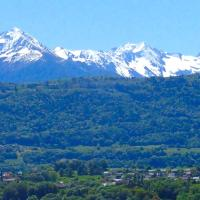 Le Belvédère : chambres et table d'hôtes, hotel in Montmélian